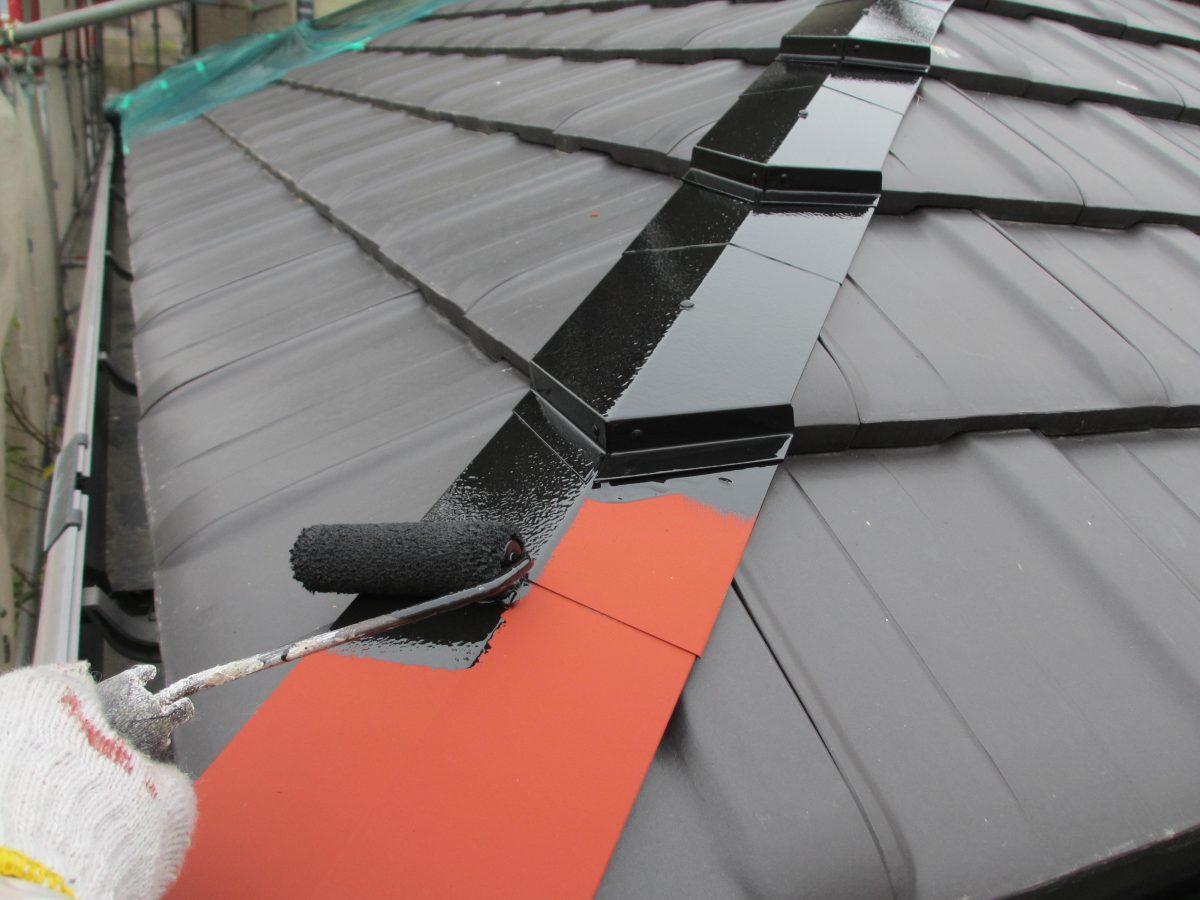 3,1 屋根棟板金上塗り施工中